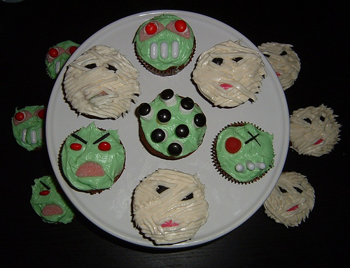 Farmer's Daughter mummy & monster cupcakes!